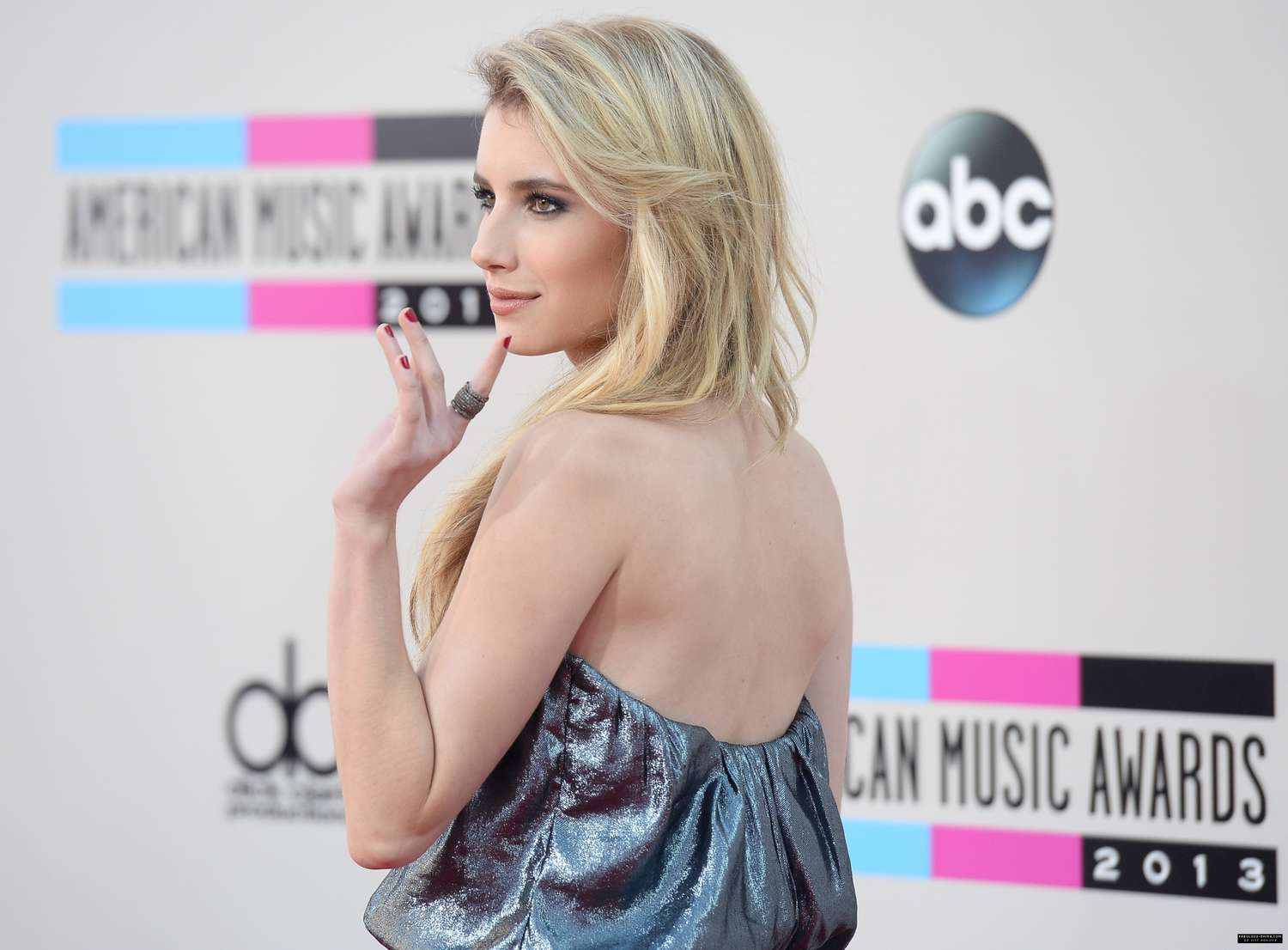 Emma Roberts American Music Awards