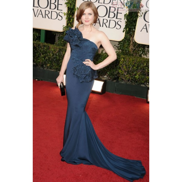Amy Adams: 2011 Golden Globe Awards Red Carpet